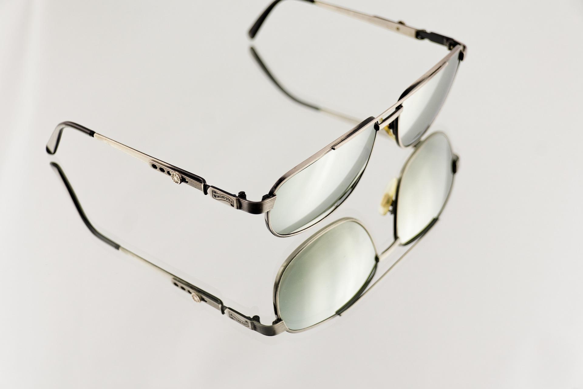 sunglasses-865809_1920